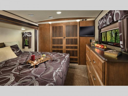 Forest River Wildwood Heritage Glen Fifth Wheel Bedroom