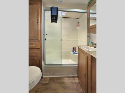 Forest River Wildwood Heritage Glen Fifth Wheel Bathroom