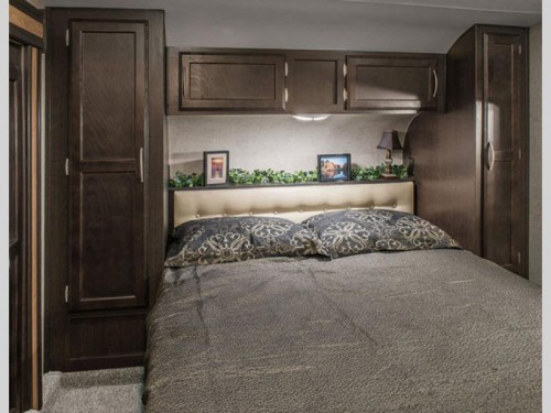 KZ Durango 1500 Fifth Wheel bedroom